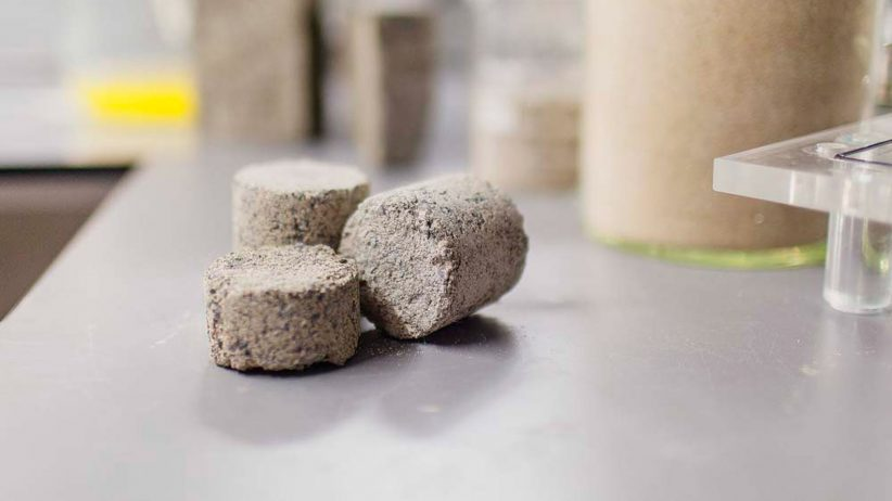사람의 오줌으로 건축용 친환경 벽돌 만든다