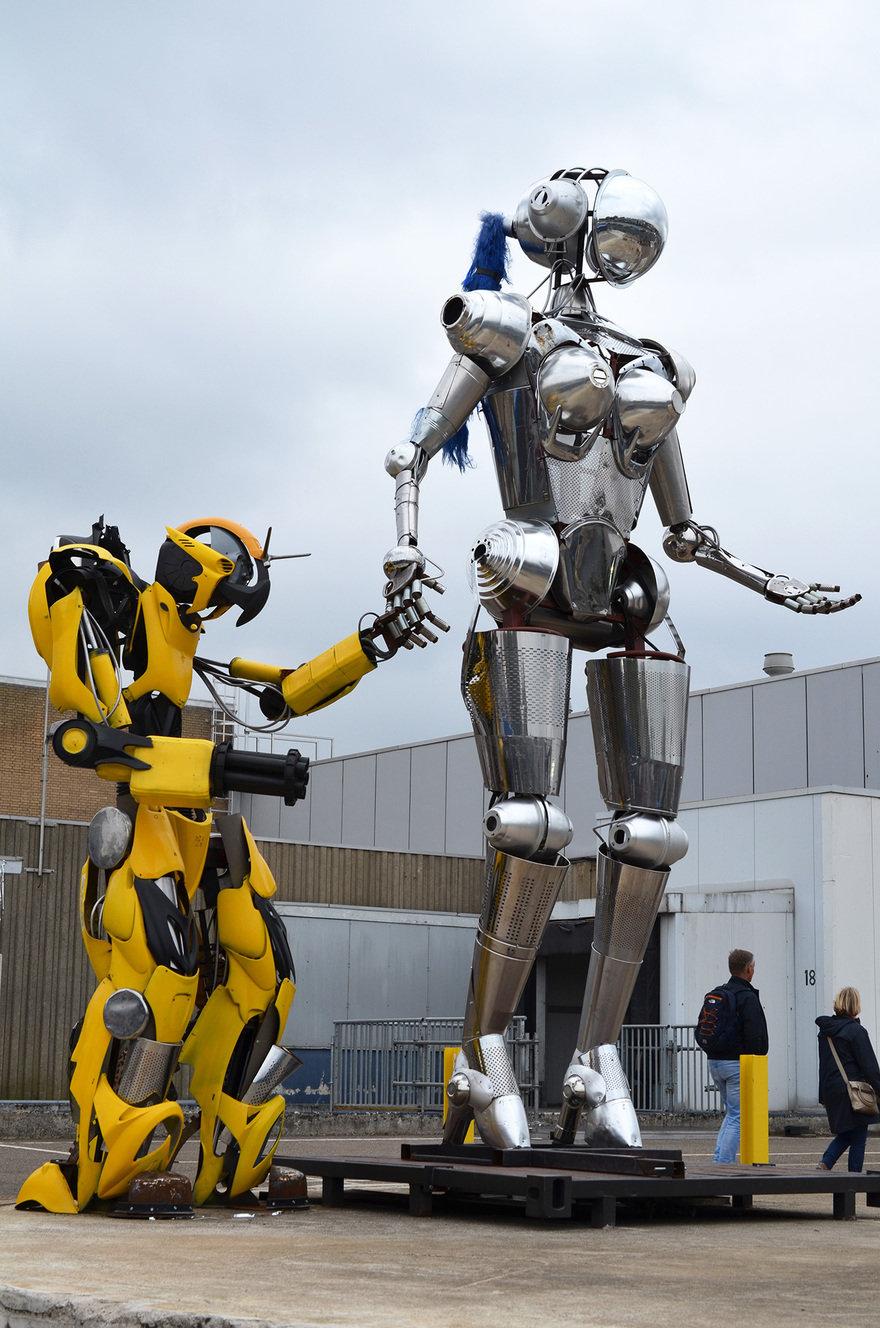 '로봇러브'전: 인간과 로봇 간의 감정적 유대 탐색